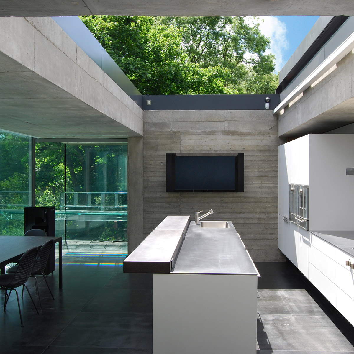 The-Grey-House-02-square